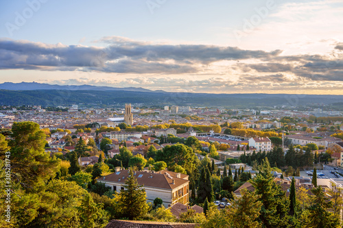 Vue panoramique sur la ville Aix-en-Provence en automne Tapéta, Fotótapéta
