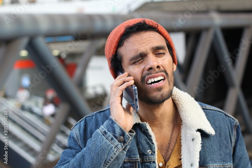 Capricious man crying on the phone Tablou Canvas