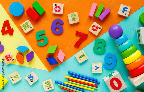 Fotografiet Wooden kids toys on colourful paper