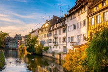 Scenic And Iconic Cityscape Of Historic Petite France Disctrict, Downtown Strasbourg, On A Sunny Late Afternoon. Houses Along The Ill River.