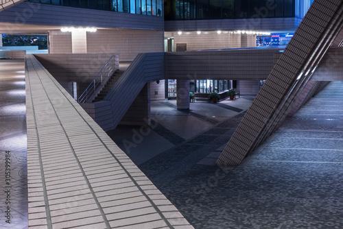 Obraz na plátně courtyard of modern architecture at night