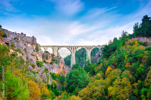 Photo  Varda Railway Bridge in Adana city of Turkey