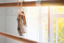 Old Pointes Hang On Ballet Loo...