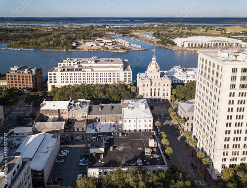 Aerial view of the downtown area of Savannah, Georgia including city hall and the convention center Canvas-taulu