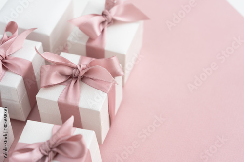 Valokuva Gift boxes wiyh powdery ribbon