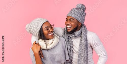 Fotografía  Super happy couple having fun over pink background
