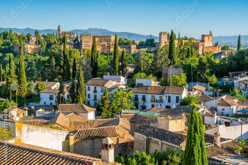 Fotografiet  Panoramic sight of the Alhambra Palace and the Albaicin district in Granada