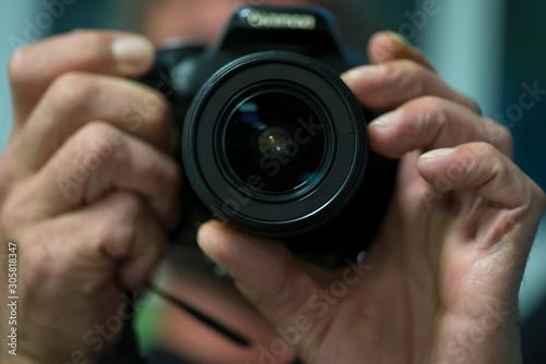 Cuadros en Lienzo man using reflex photo camera