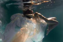 Beautiful Girl Swims Underwate...
