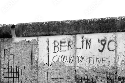 Photo Berlin Wall 1990 black and white graffiti