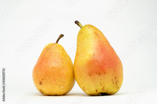 Photo pair of pears on the table