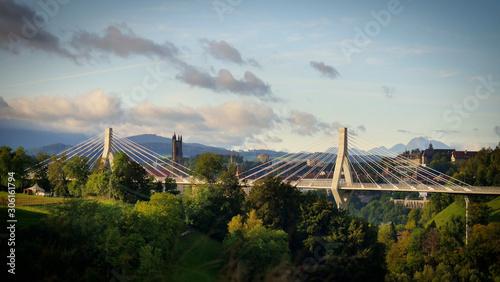 Photo Panorama de Fribourg, Pont de la Poya et Cathédrale de St-Nicolas, Fribourg, Sui