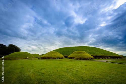 Obraz Knowth tumulus in the historical area of Brú na Bóinne - fototapety do salonu