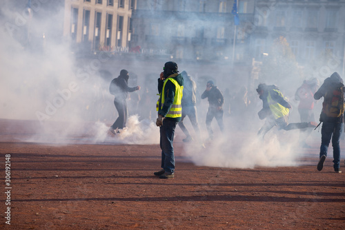 Manifestation des Gilets Jaunes Lyon 2019 Fototapet