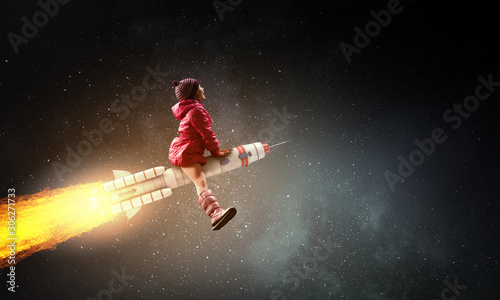Little girl draeming to fly the moon Canvas-taulu