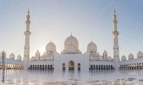 Cuadros en Lienzo Low angle shot of the historic Sheikh Zayed mosque in Abu Dhabi, United Arab Emi