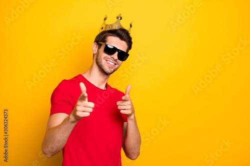 Carta da parati Portrait of cheerful cool guy have gold diadem point index finger in camera choo