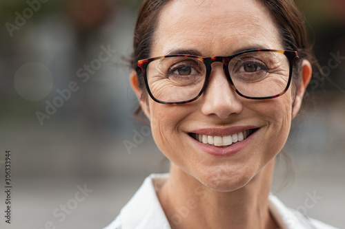 Fotografiet Successful mature woman wearing eyeglasses