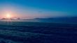 Sol en un amanecer de invierno frío y romántico