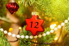 Weihnachtsschmuck (Stern) Mit Einer Zahl Für Den Weihnachtskalender