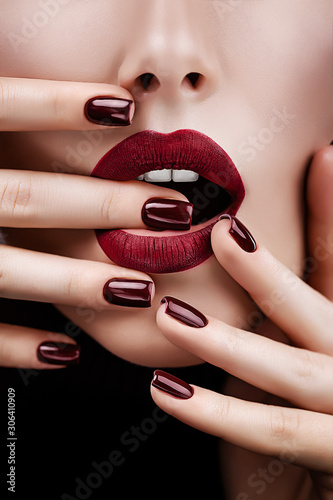 Fototapeta Beauty portrait with lips and nails the color of Marsala