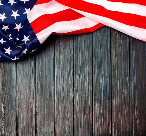 Cuadros en Lienzo  US flag on wooden background.