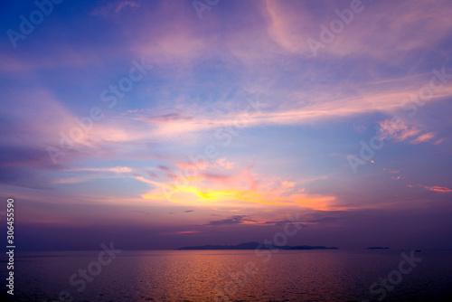 Foto auf Leinwand Aubergine lila Beautiful sunset on the sea