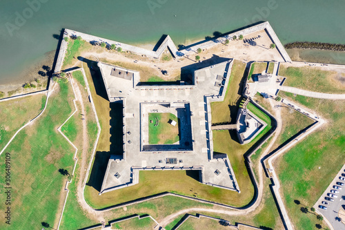 Valokuva Aerial Top to Bottom Castillo de San Marcos in Saint Augustine, Florida