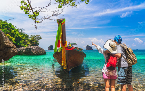 Fotografia Joyful couple traveler stand on nature clear blue sea water with boat, Travel Kr