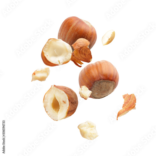 Papel de parede Falling hazelnuts on white background