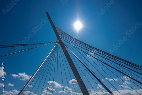 puente de hierro con destello del sol Canvas Print