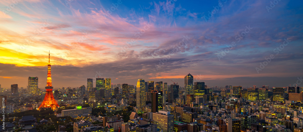 Fototapeta Panorama of Tokyo city skyline view and Tokyo Tower building at Japan with sunset and colorful sky. Beautiful of cloud and sky in dusk and twillight. Tokyo financial and business center zone.