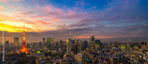 Photo Panorama of Tokyo city skyline view and Tokyo Tower building at Japan with sunset and colorful sky