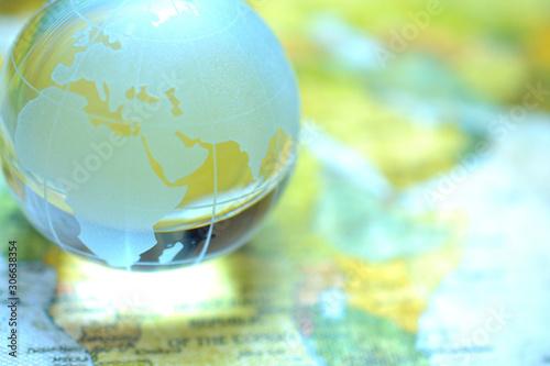 世界地図と地球儀(ガラス玉)