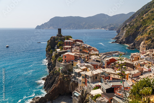 Fototapety, obrazy: View to coastal Vernazza village in Cinque Terre land, Italy