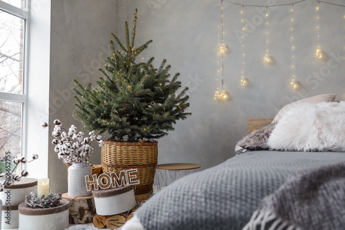 Poster Ecole de Danse Little Christmas tree with fairy lights in bedroom interior