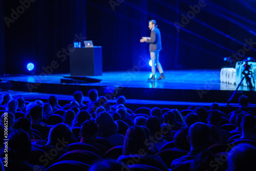 Fotografia Audience listens lecturer at workshop