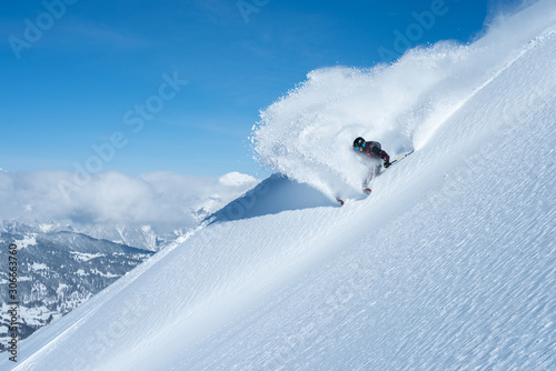 Fototapeta big skier snow spray