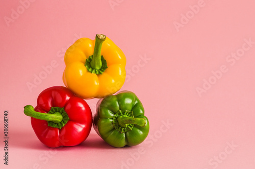 Stampa su Tela colorful bell peppers pyramide heap on pink background copy space