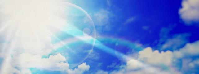 青空と光と虹