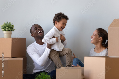 Foto Happy laughing african american young man rising up joyful son.