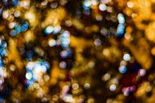 Lumière Abstrait Bleu Jaune Orange Arrière-plan Fractal Marron Abstrait Avec Cercles De Croisement Et Ovales. Arrière-plan Lumières Disco