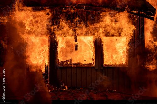 Canvastavla Burning house