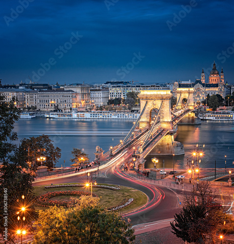 View on the famous Chain Bridge, Budapest in sunset. Wallpaper Mural