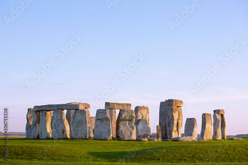 Fotografía Stonehenge, clear evening sky