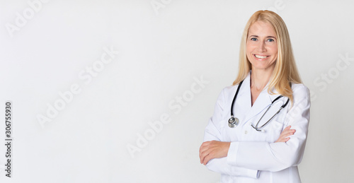 Obraz Healthcare concept. Middle-aged woman doctor in uniform - fototapety do salonu