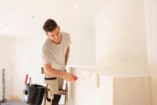 Cuadros en Lienzo Shot of professional contractor painter refurbishing the apartment