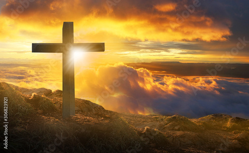 Fotografia The crucifixion of the crucifixion of jesus christ on the cliffs and mountains