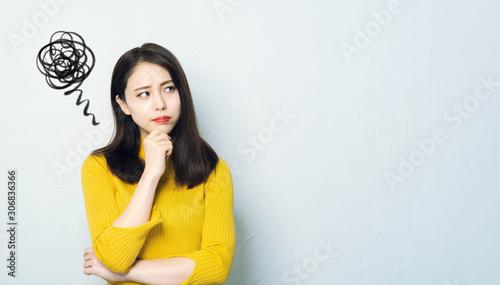 Obraz 不満顔の女性 - fototapety do salonu