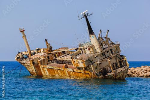 Fotografia Old ship wreck near coast - Paphos Cyprus